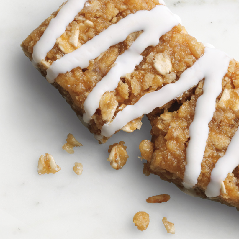 HMR Lemon flavored bar with rolled oats and sweet yogurt icing drizzle